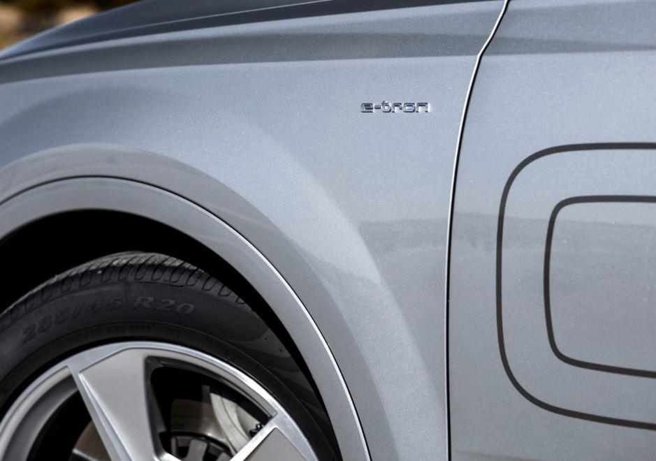 Audi Q7 E-tron 13