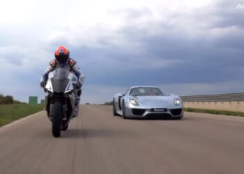 Porsche 911 Spyder vs Yamaha R1