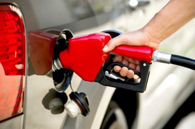 Padzhero la comprobación sobre la gasolina