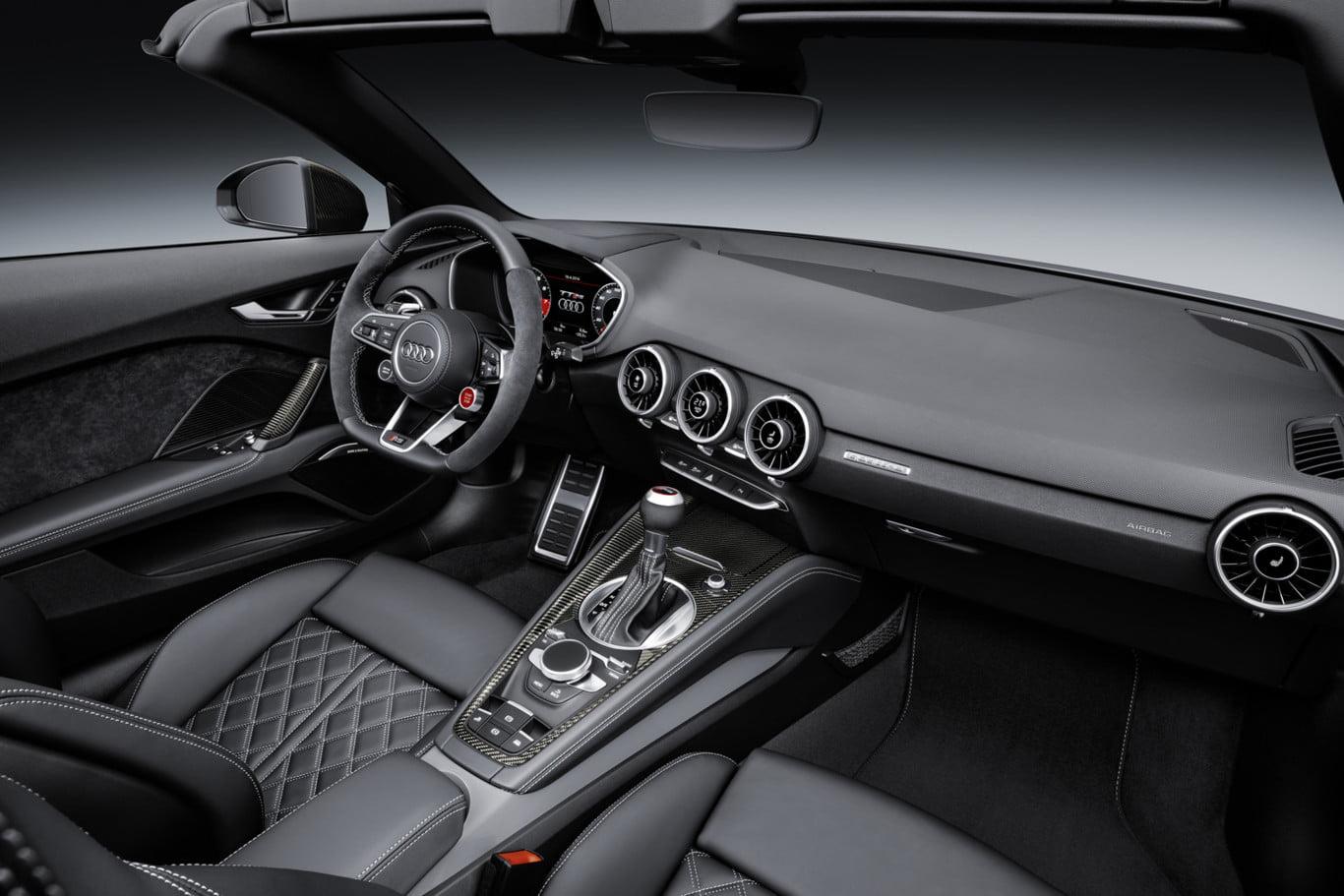 Audi TT RS: Interior