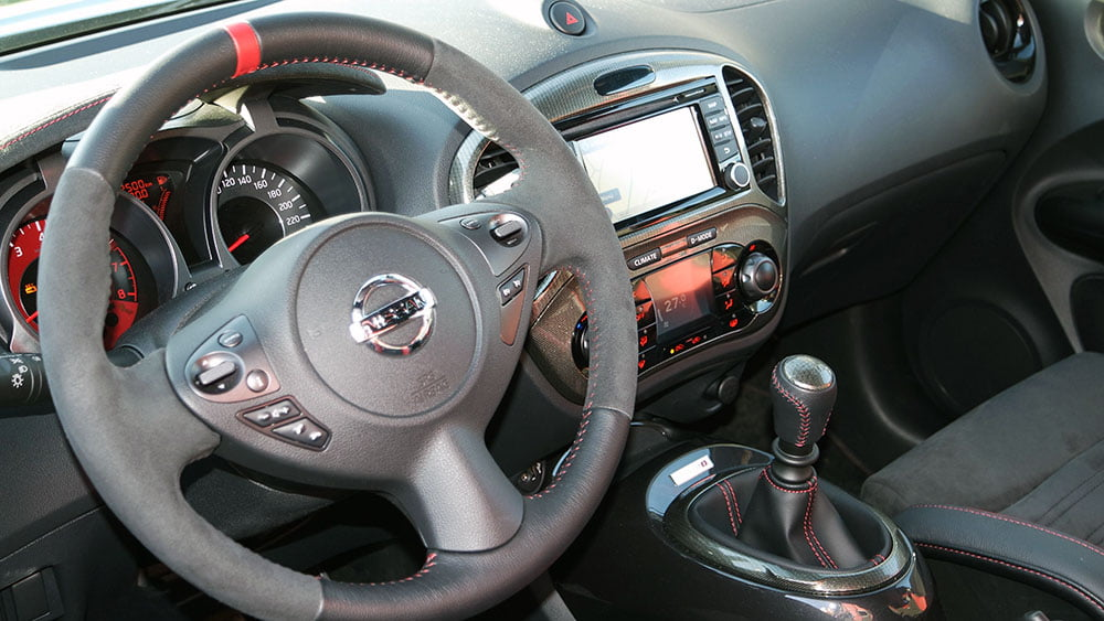 Nissan Juke Nismo RS detalle volante e interior