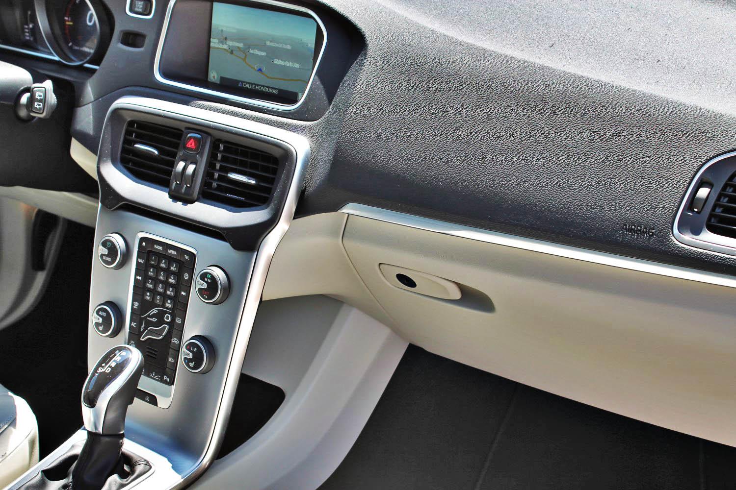 interior volvo v40 2016