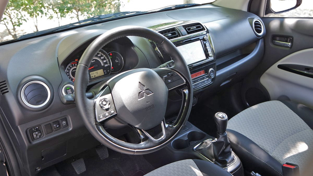 interior mitsubishi space star 2016