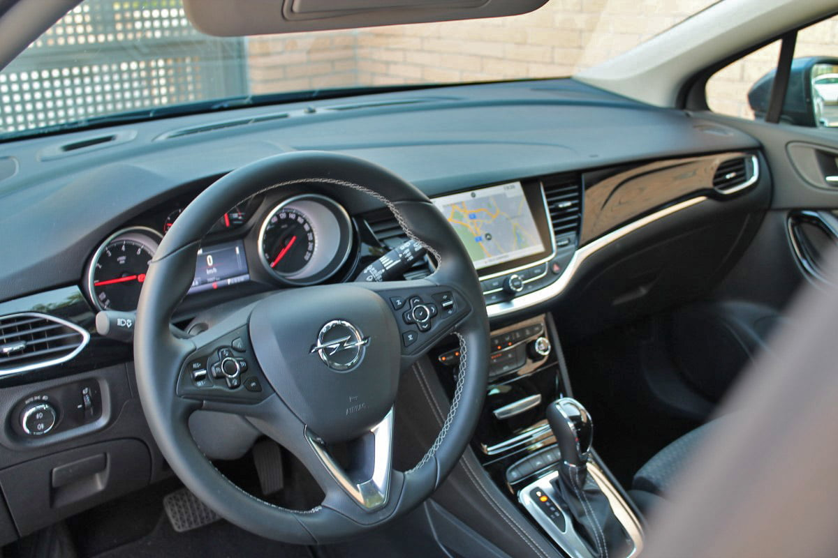 interior opel astra sports tourer