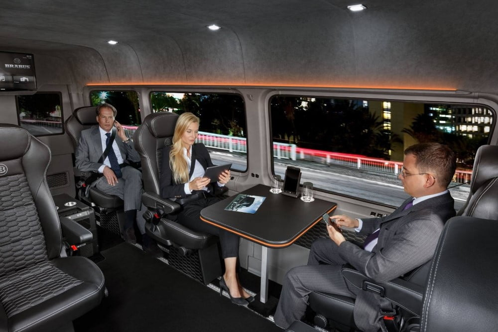 interior de la brabus sprinter conference lounge
