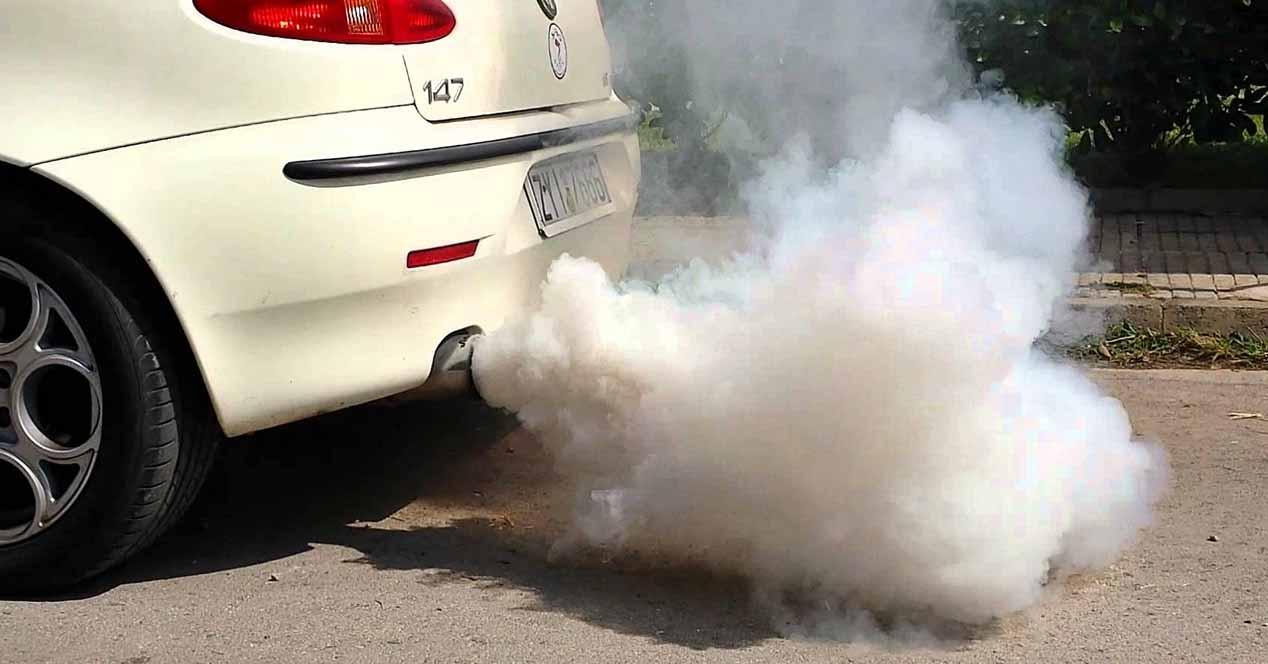 humo escape coche
