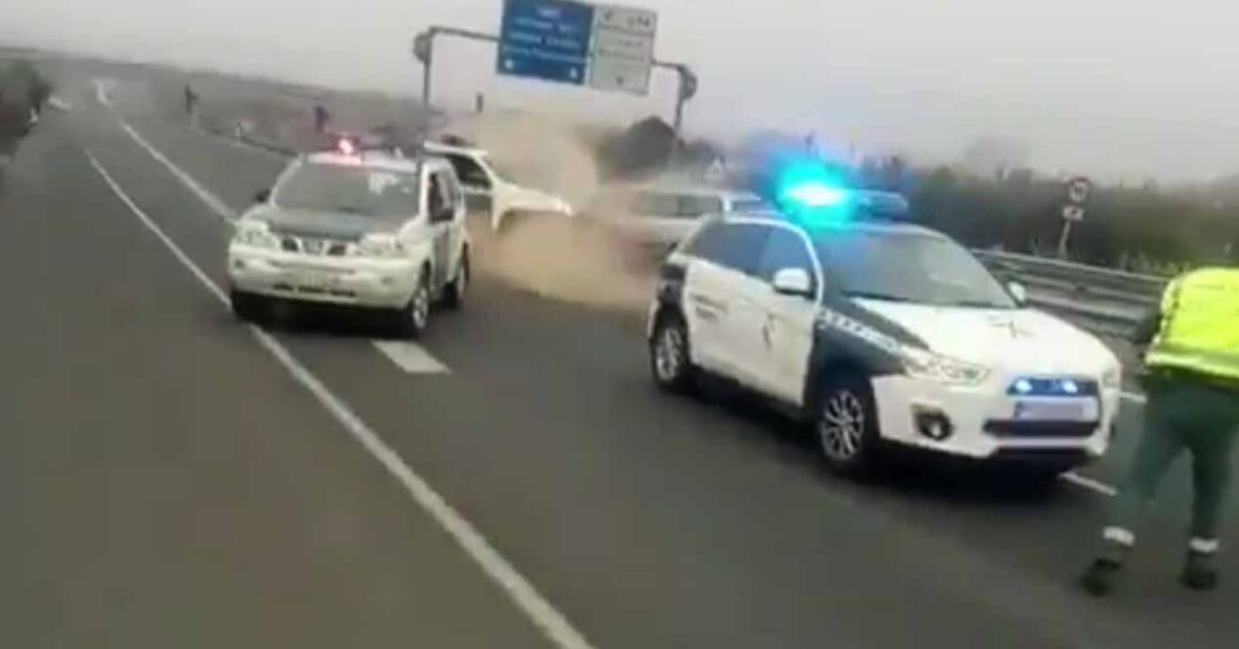 kamikaze choque guardia civil