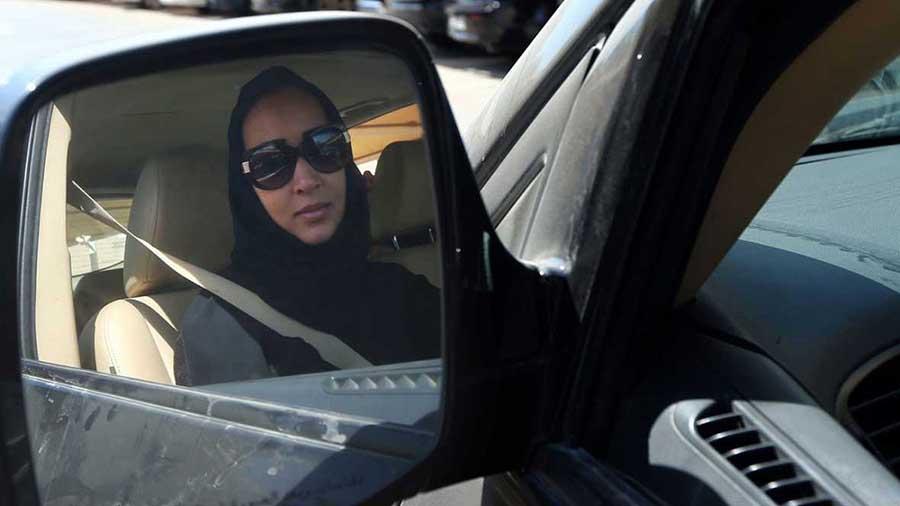 arabia saudi mujer coche