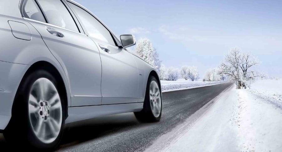 coche frio nieve