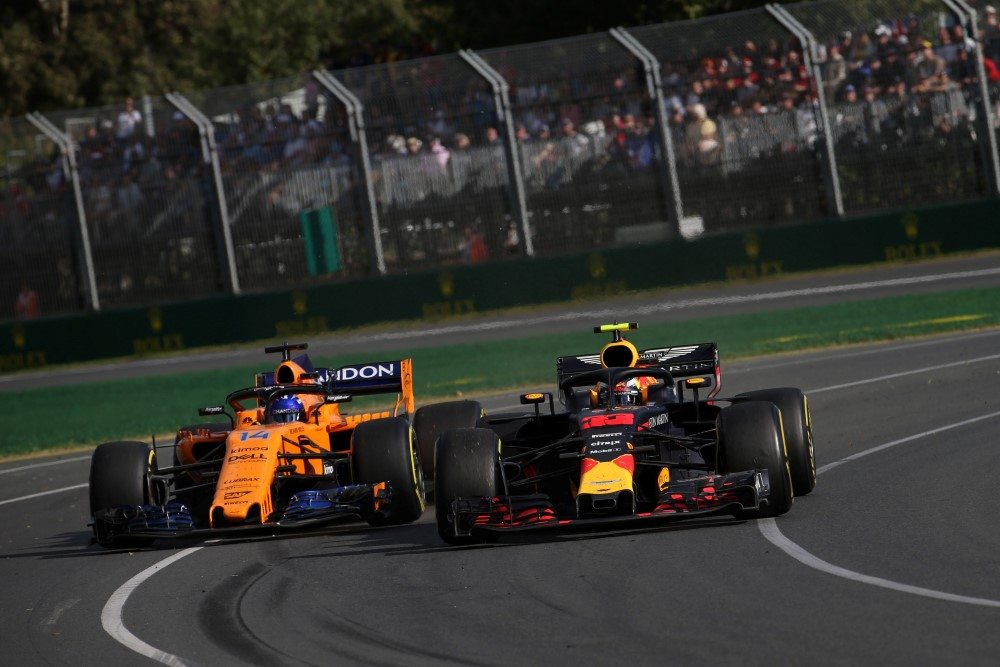 25.03.2018 - Race, Fernando Alonso (ESP) McLaren MCL33 and Max Verstappen (NED) Red Bull Racing RB14