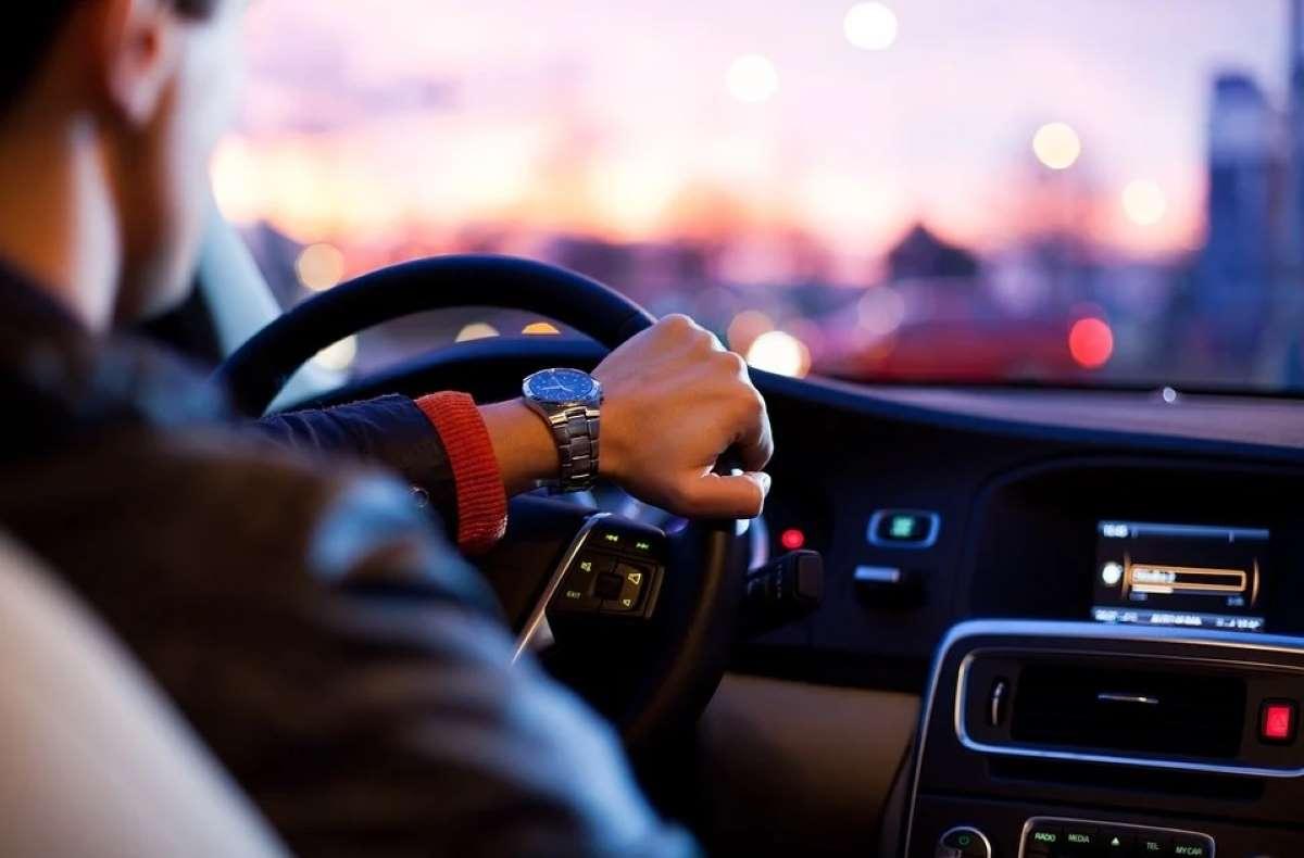 Conducir un vehículo sin seguro: peligros y sanciones